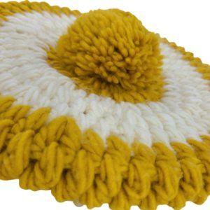 Vintage hand knit beret pom hat